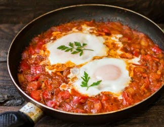 camp cooking - baked eggs in frypan