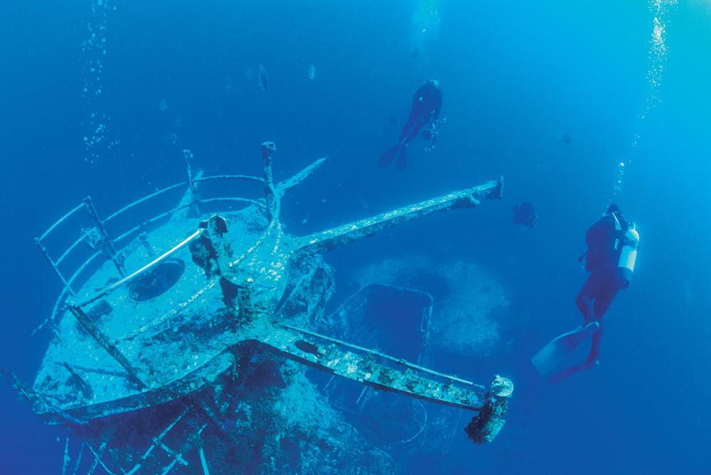 Diving the HMAS Swan Wreck at Geographe Bay, Western Australia.