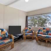 walpole 2 bedroom cabin lounge