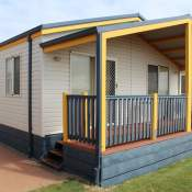 geraldton deluxe spa holiday unit front