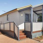 geraldton deluxe holiday unit front